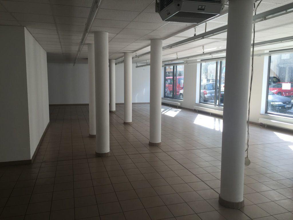 Blick durch den Laden - heute Hauptraum der Schwarzlicht Minigolfanlage