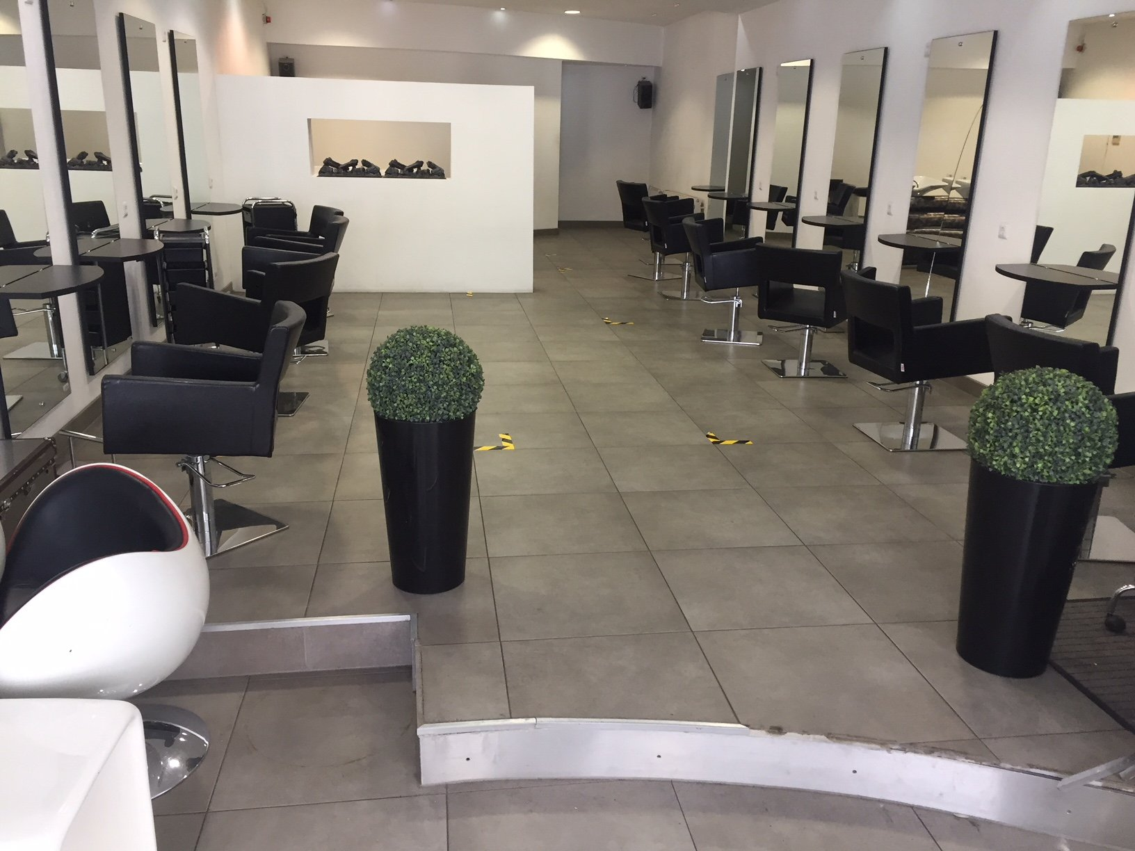 Wo früher Haare geschnitten wurden, wird heute am Rande der Frankfurter Skyline eingelocht.